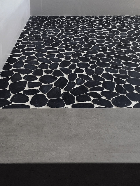 Black White Sliced Pebble Tile Floor