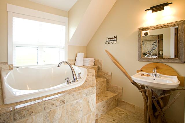 BlackRock Beach House beach-style-bathroom
