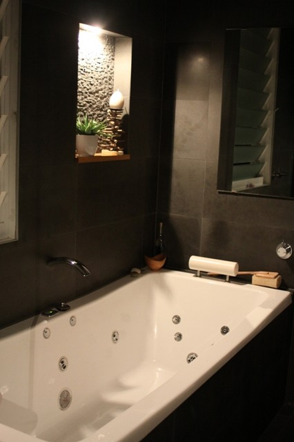 Blue stone tiled ensuite for relaxing the soul - Relaxing japanese bathroom design for ultimate relaxation bath ...