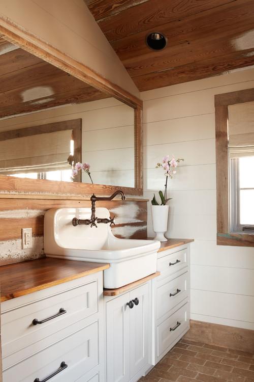 Phillys homes design crush for Rustic farmhouse bathroom ideas