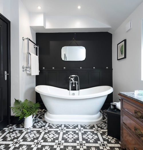 Victorian Style Bathtub: Boutique-Victorian Style Bathroom Featured In Real Homes