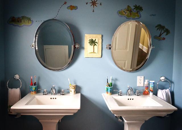 Boy's bathroom traditional-bathroom