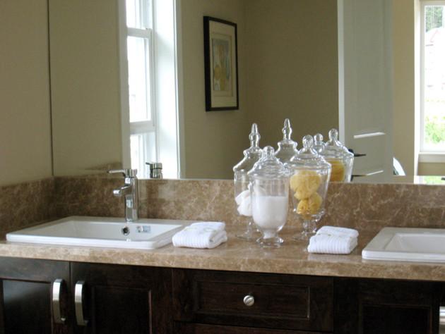 Breeze Residence contemporary-bathroom