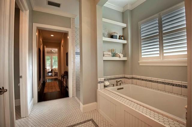 Brittsan House (by: Tolaris Homes) traditional-bathroom