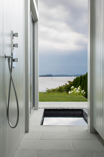 Broadwater 2 beach-style-bathroom