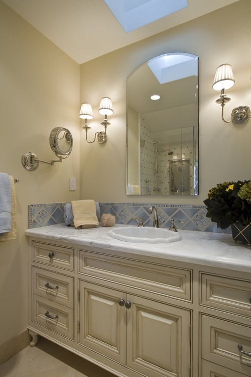 Brownhouse Design traditional bathroom