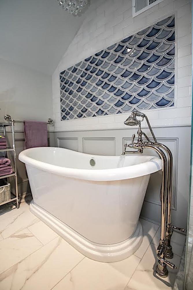 Bryn Mawr tiny Bathroom - tub