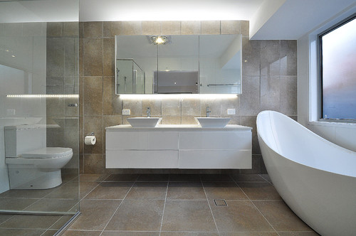 Moderne Baderom. Lind Design Servant Thin Avrundet Design Servant Til Det Moderne Baderom With ...