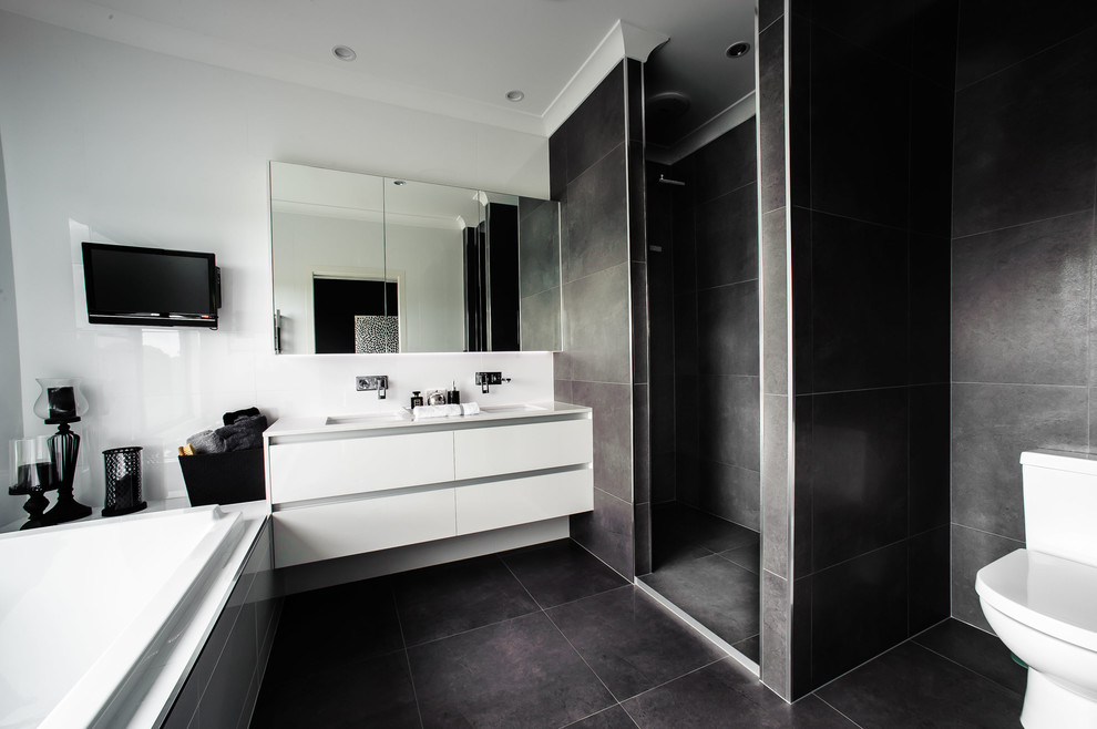 Burnett River House - Contemporary - Bathroom - Brisbane ...