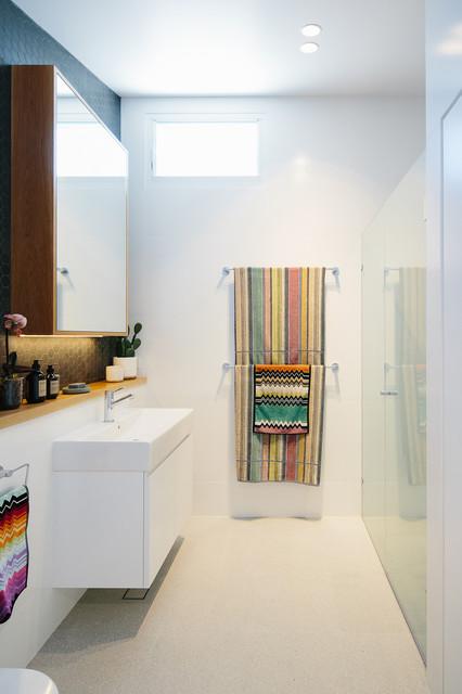 Byron Bay Sun House contemporary-bathroom