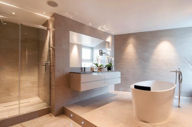 C.P. Hart Case Study: Berglan Court - Contemporary - Bathroom - London - by C.P. Hart Bathrooms