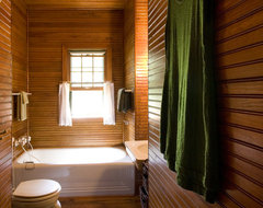 Cabin Up North eclectic bathroom