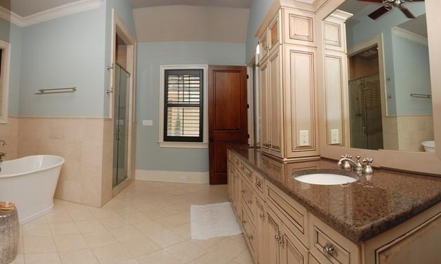 Cabin Woods traditional-bathroom
