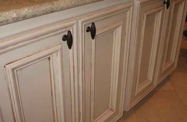 Cabinetry traditional-bathroom