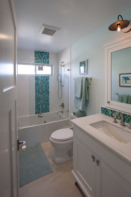 California Beach Cottage Beach Style Bathroom Los