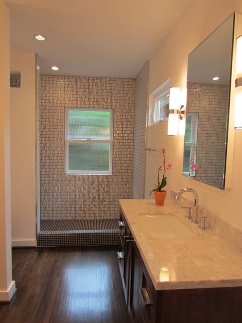 California Bungalow Bathroom by homesbyAbode.com modern-bathroom