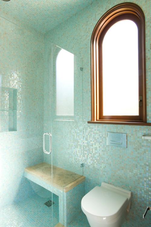 اشكال سيراميك لحمام صغير مميزعبارة عن مربعات صغيرة باللون التركوازي
