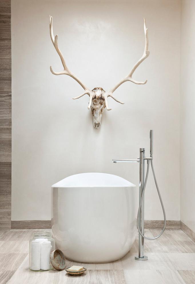 Idee per una stanza da bagno stile americano con vasca freestanding