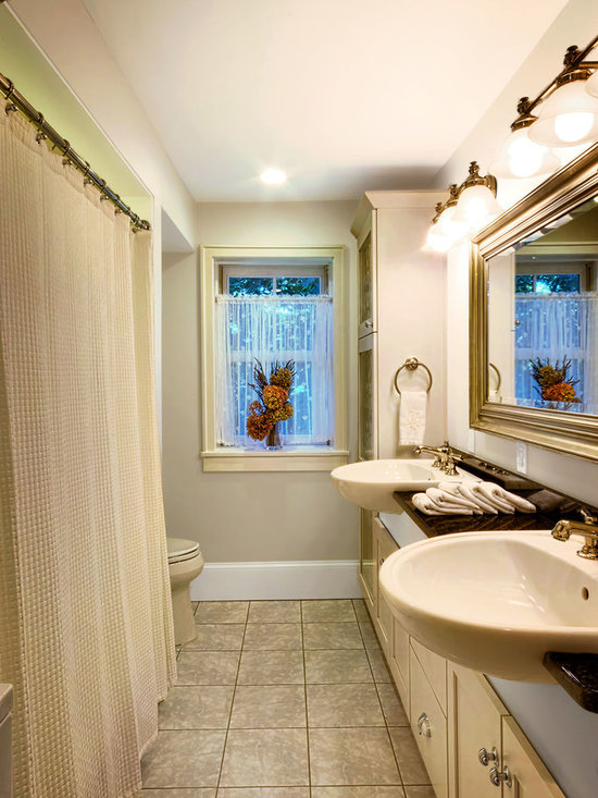 Small Craftsman Bath Design Ideas Pictures Remodel Decor With Shaker Cabinets