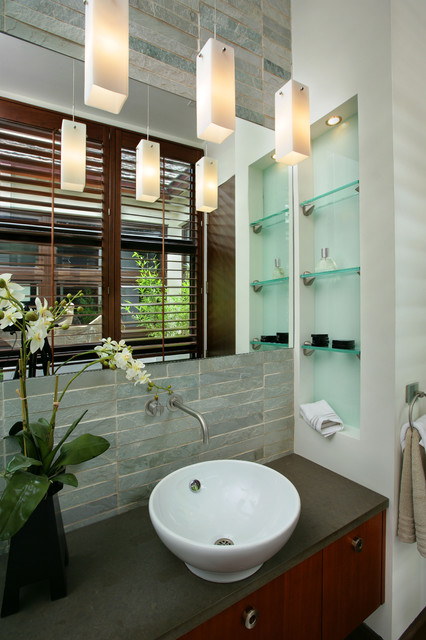 Captiva House modern bathroom