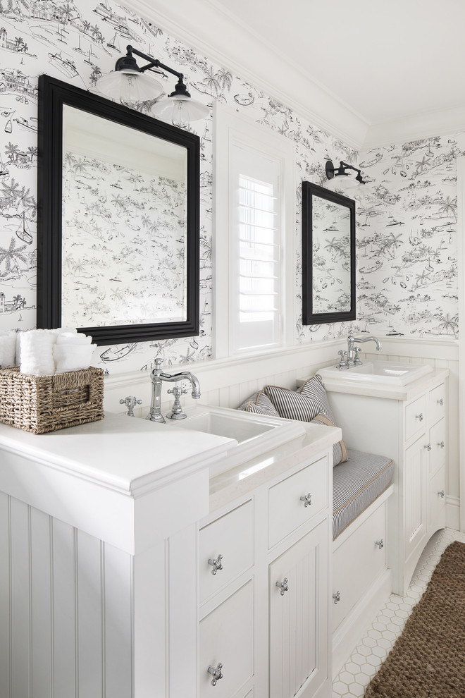 Example of a farmhouse bathroom design in Miami