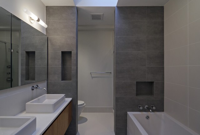 Carroll Gardens Townhouse Modern Bathroom New York
