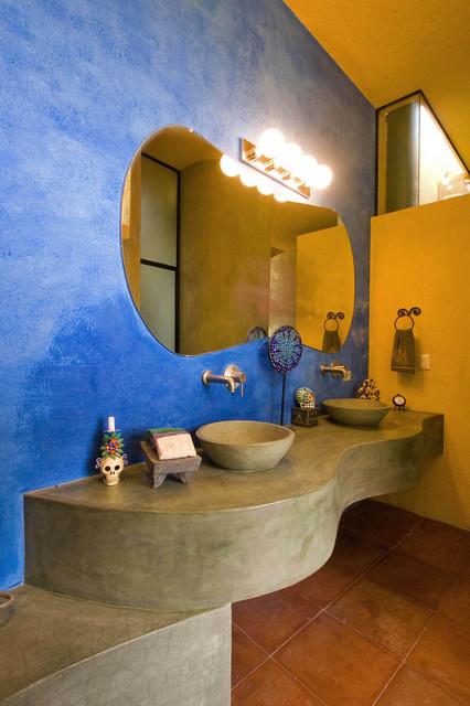 Casa de Cocinas southwestern-bathroom