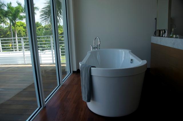 Casa South Miami contemporary-bathroom