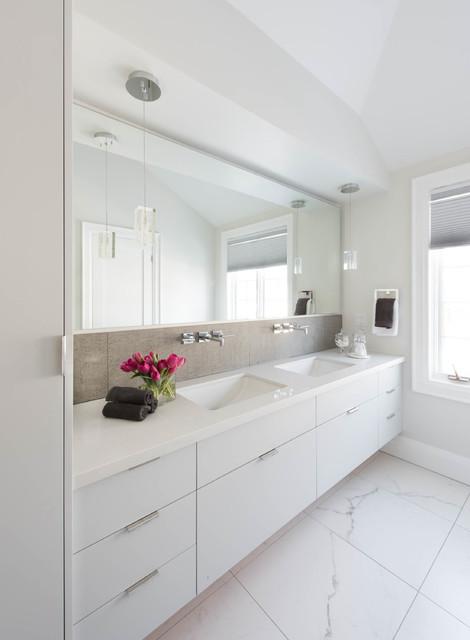 Castlefield residence modern bathroom toronto by for Bathroom remodel 10k