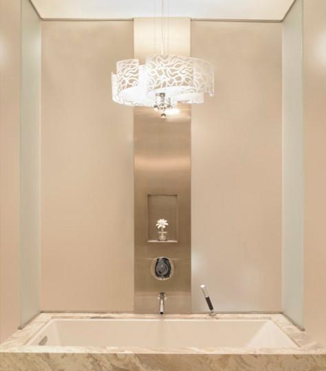 Chandelier Over Bathtub: Chandelier Above Marble Trimmed Bathtub