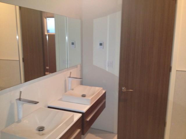 Chicago, IL modern-bathroom
