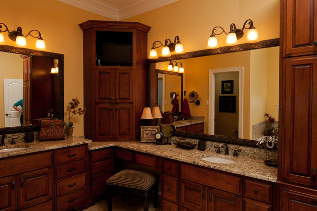 Clark traditional-bathroom
