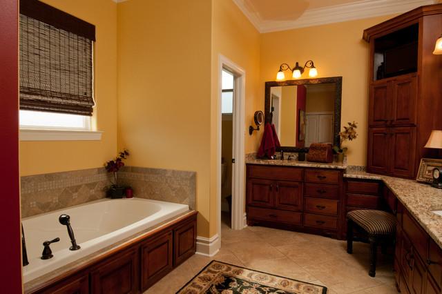 Clark traditional-bathroom