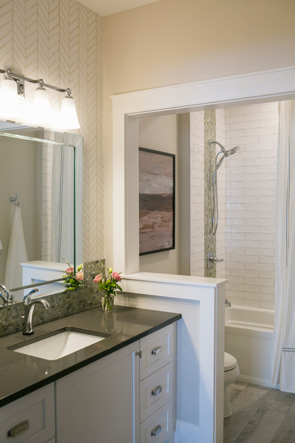 Bathroom - mid-sized traditional multicolored tile and glass tile porcelain floor and gray floor bathroom idea in Other with shaker cabinets, white cabinets, beige walls, an undermount sink, engineered quartz countertops, gray countertops and a two-piece toilet
