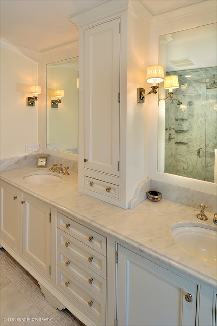 Classic master bathroom vanity traditional bathroom for Master bath vanities pictures