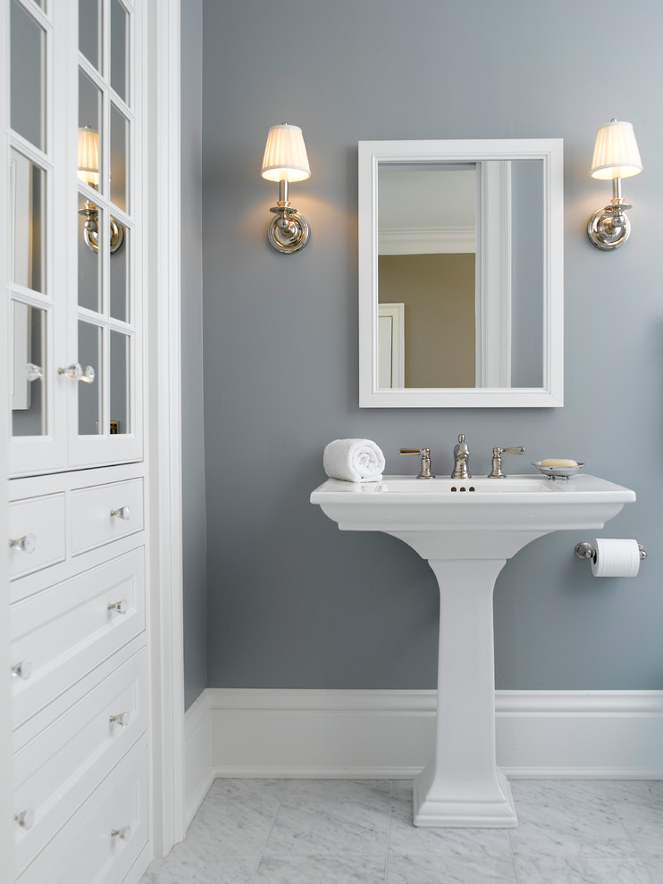 Example of a classic bathroom design in Minneapolis