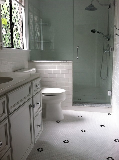 Classic White Bath With Black Accents Traditional