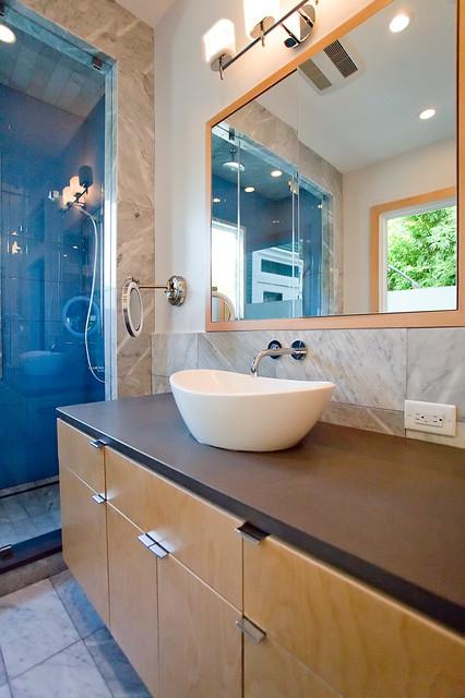 Clean Traditional Master Bathroom - Contemporary - Bathroom - houston - by Steven Allen Designs, LLC