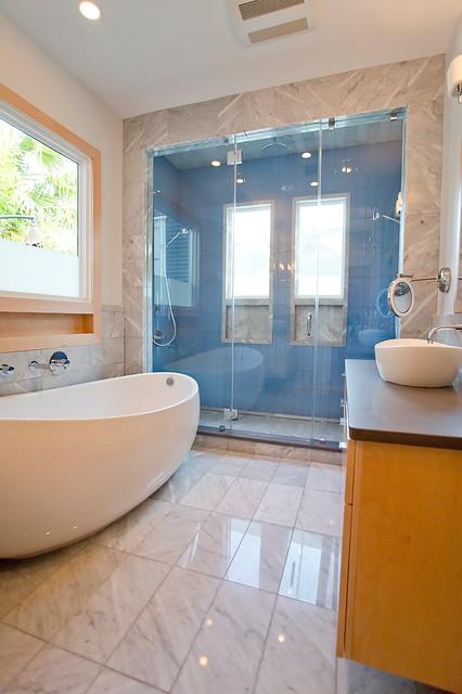 Clean Traditional Master Bathroom Contemporary