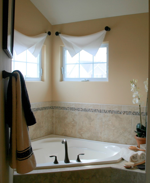 Modern interior bathroom window treatments for Bathroom window dressing ideas