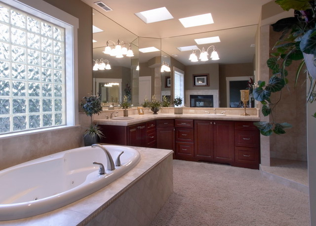 Clyde Hill Custom (Bellevue) traditional-bathroom