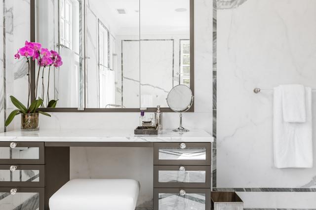 Colonial revival classique chic salle de bain new york par alisberg p - Salle de bain classique chic ...