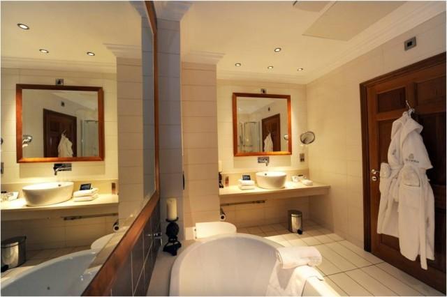 Commercial Endeavours bathroom