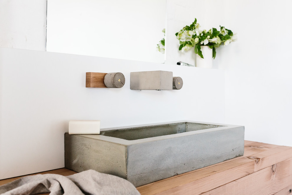 Example of a trendy bathroom design in Melbourne