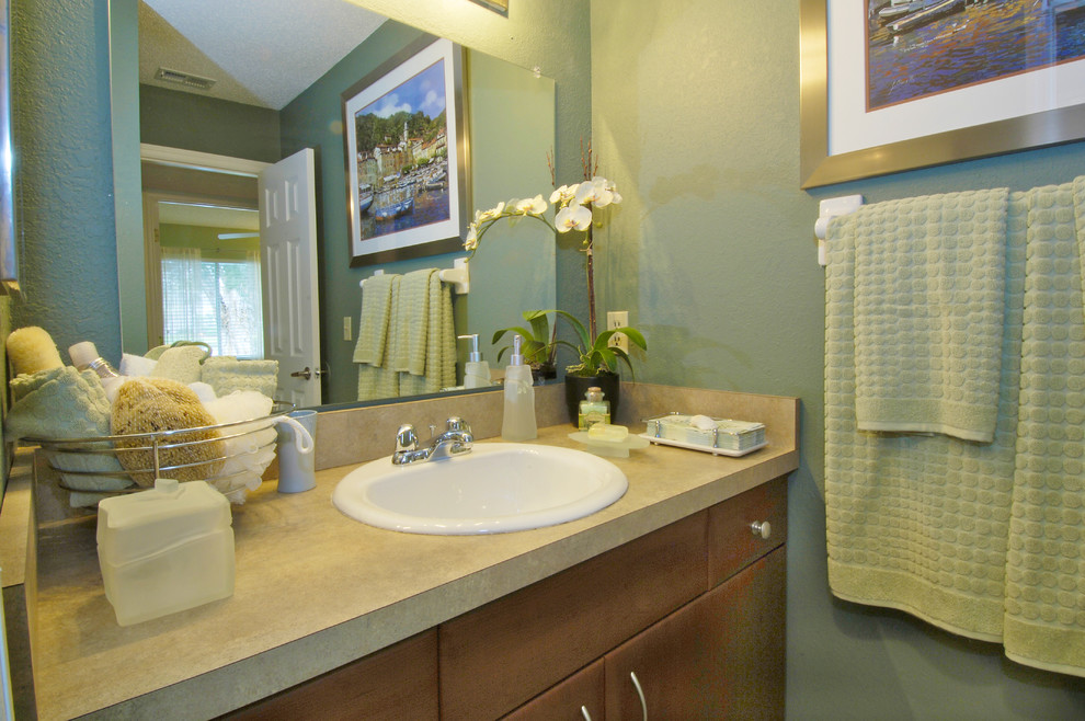 Bathroom - contemporary bathroom idea in Tampa