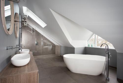 Carrelage de salle de bain coups de pinceau pour coup de for Meuble sous toit