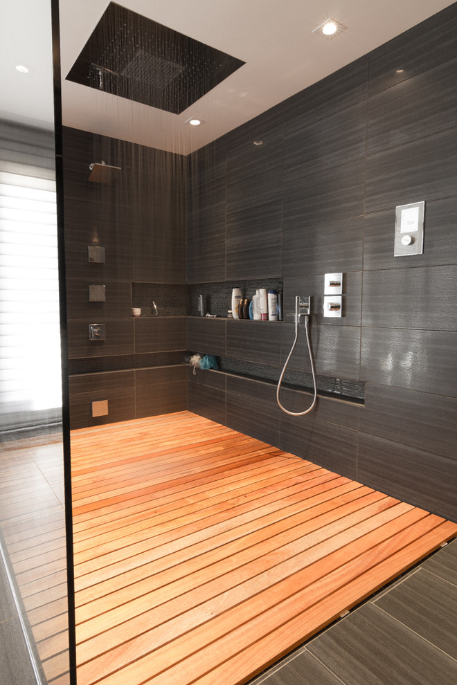 Mid-sized trendy master gray tile bathroom photo in Ottawa