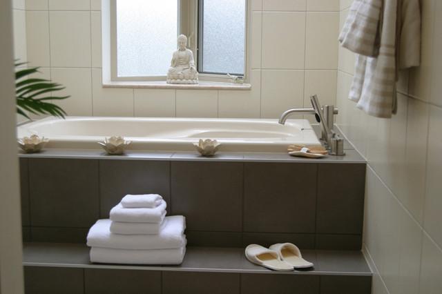 rentfluff.com contemporary-bathroom