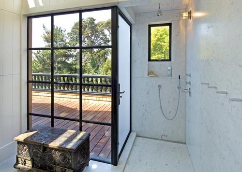 A fekete zuhanykabinok ereje! 10 zseniális fürdőszoba, amit fekete keretbe foglaltak