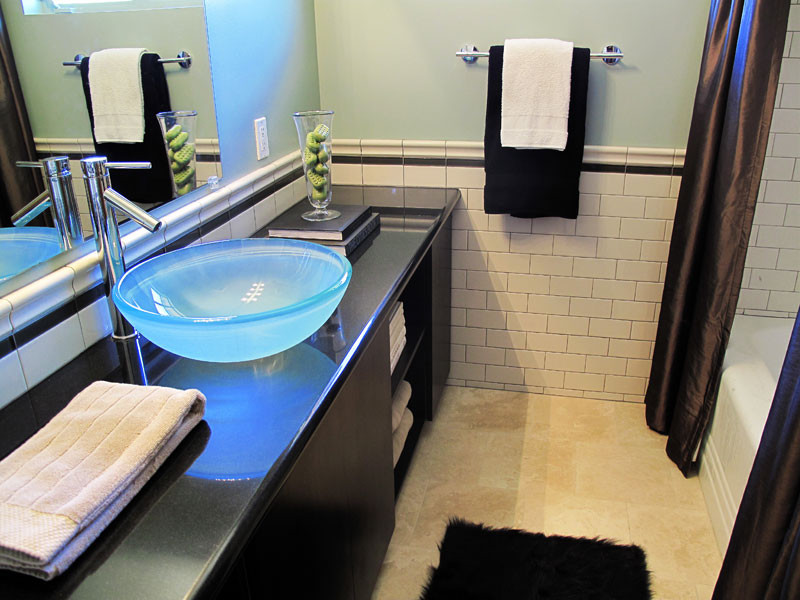 Bathroom - contemporary bathroom idea in Phoenix